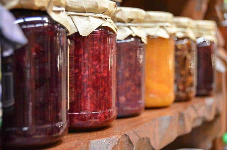 Mason-jars-to-store-dehydrated-food